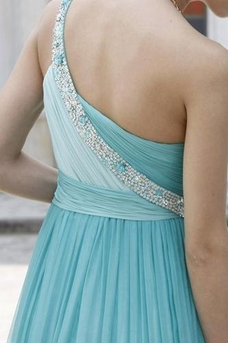 Love this style of dress and the color :) probably my favorite dress so Far! <3