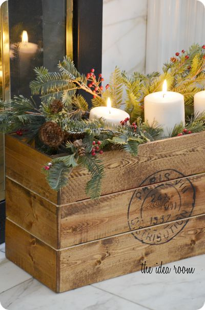 Christmas Crate made by @Amy Huntley (The Idea Room) for @Lowe's #LowesCreator