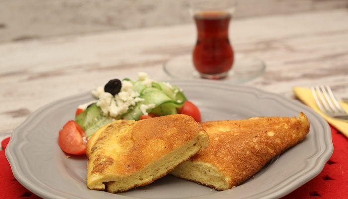 Yumuşacık bir omlet düşünün, hem hafif hem puf puf kabarmış... Sabahlarınız bu omletle artık daha keyifli hale gelecek!