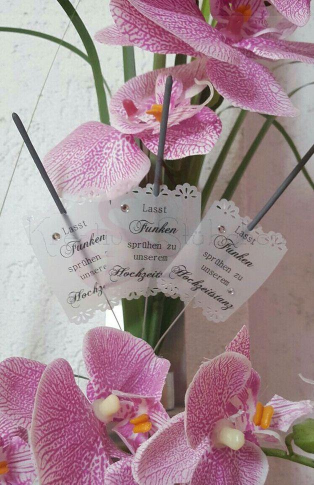 Ihr wollt Funken sprühen lassen zu euerem Hochzeitstanz?   Dann lege ich Euch dieses wundervollen Wunderkerzen mit eleganten Labels ans Herz. Ideal für alle Vintage u. Edel elegante Hochzeit....