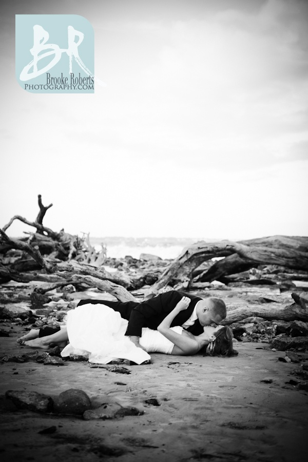 LOVE LOVE ! Trash the dress shoot at the beach. I would love to do a trash the dress shoot once I lose all my weight after the wedding but before I get pregnant again! Sooo fun!- repinned for the description! Lol really?