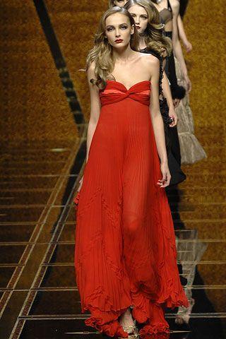 RANDOM MEMORIES  VALENTINO Historia de un vestido, Delphos de Mariano Fortuny