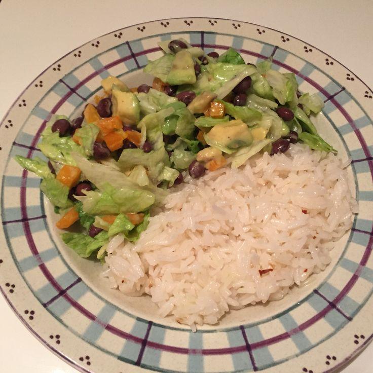 Salade mexicaine et riz à l'ail