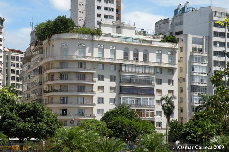Outro prédio construído pelos Guinle é o localizado na esquina da rua Tucumã, feito quinze anos depois do Edifício Guinle. O prédio foi construído, em 1941, como resultado de uma operação imobiliária idealizada pelo doutor Carlos, que trocou a casa da praia de Botafogo pelo terreno e pela construção do prédio. SkyscraperCity