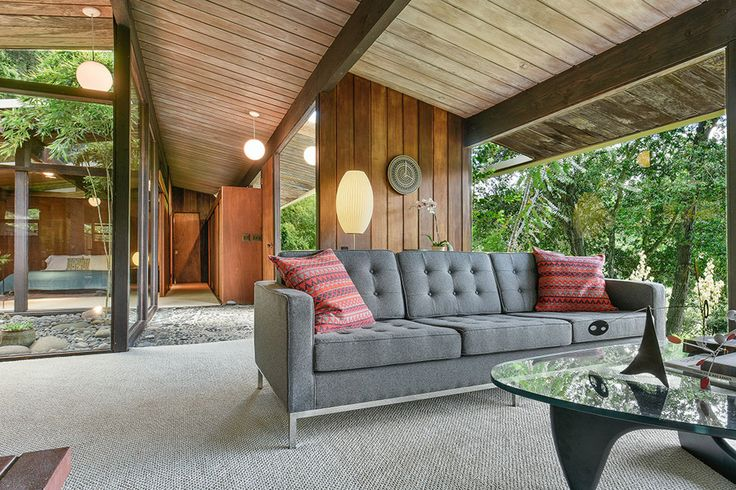 This mid century home by Roger Lee is was designed in 1954 and completed in 1955, this is the first time 440 Camino Sobrante aka the Wilkinson house has...