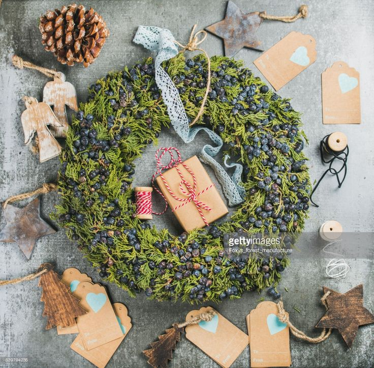 christmas-decorative-wreath-wooden-toys-presents-materials-for-making-picture-id839794236 (1024×1006)