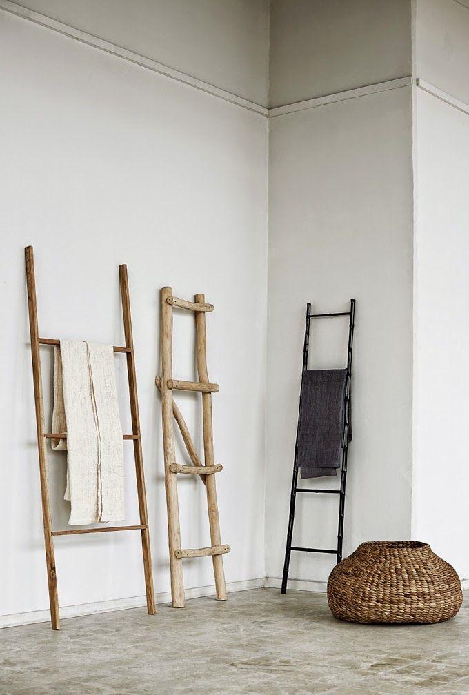 Inspireras av Muubs sortiment med en modern rustik mix av möbler och inredningsdetaljer i rå betong, återvunnen teak, härliga korgar, keramik och textilier. Perfekta detaljer för mjuka upp en stram, avskalad inredning med en naturlig värme. Inspirationsbilder Muubs Lookbook SS2015