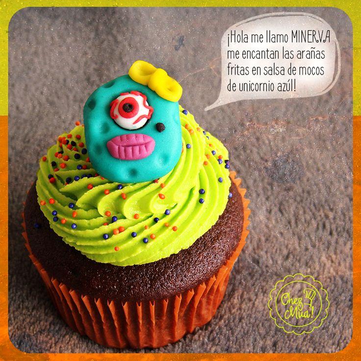 Te presentamos a nuestra amiga Minerva es todo un personaje monstruoso que viene desde las cuevas de mosntruolandia... Nos ha dicho que le encantaría compartir contigo una noche de halloween dulcemente monstruosa.  Programa tu pedido por nuestro WhatsApp 3166173465 #medellin #cupcakes #halloween