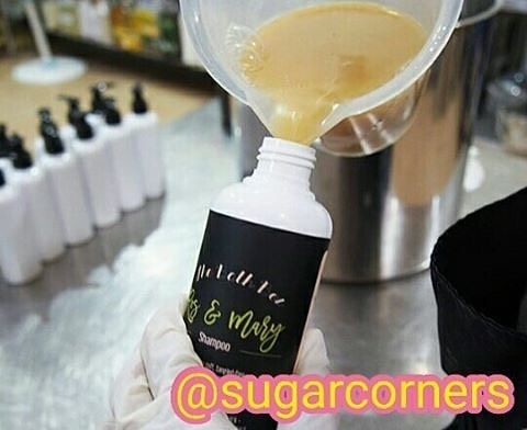 Repost @sugarcorners: Yeayyyy! Introducing you our new natural products. Ros & Marry Shampoo and Conditioner  MUST TRY ITEMS  Ros & Marry Shampoo formulated with wild honey babassu oil dan linseed mucilage.  Ros & Marry Conditioner with wild honey black currant seed oil and jojoba oil.  Fungsinya : - menghaluskan dan melembutkan rambut - melembabkan dan menyehatkan rambut yg kering. - membuat rambut kusam kembali indah berkilau - membuat rambut tipe berminyak jd lbh kesat tapi ga bikin…