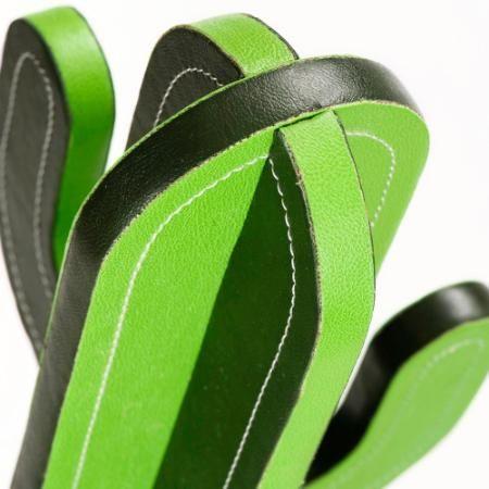 Perchero De Pie Cactus Cuero Verde $ 3189.0