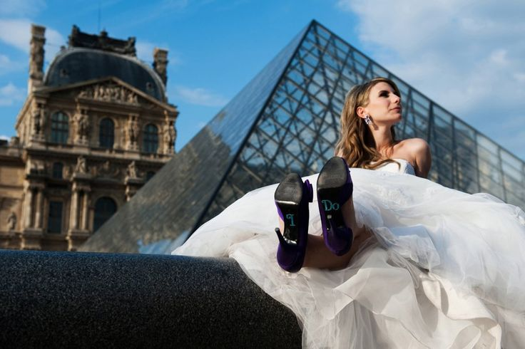 a bridal portrait at the Louvre pyramid in Paris