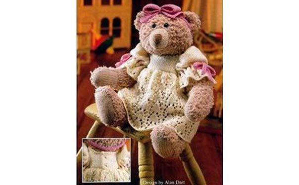 Вязаная спицами игрушка. Медведица в платье. Описание