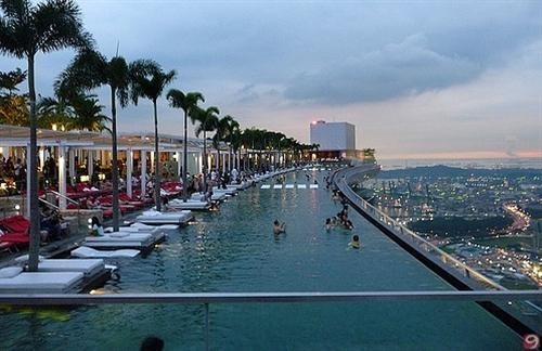 Marina bay sands hotels singapore swimming pool on the - Rooftop swimming pool in singapore ...