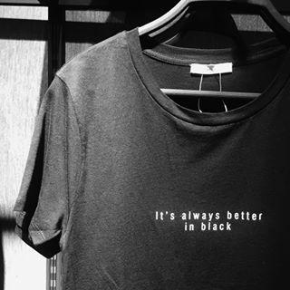 E quem disse que você não usaria uma camiseta com uma frase? | 18 imagens fortes demais se você tem um estilo básico