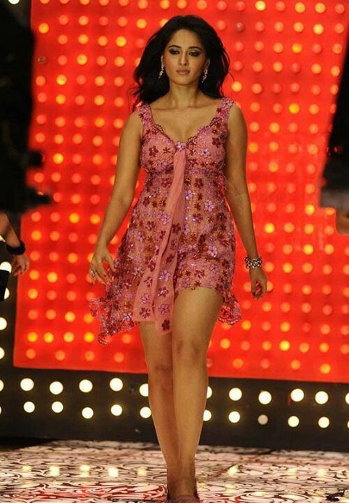 Hot thigh show - Anushka shetty - | Masala Pics ...