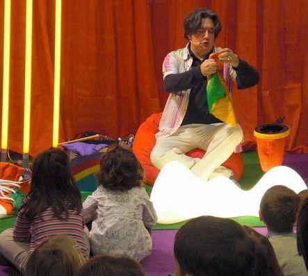 Cía. Navarcadabra- iurgi, ilusionista en El Corte Inglés, Pamplona. 2009 www.mascolores.com