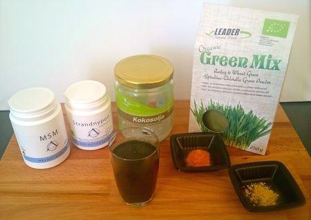 Grön drink - med green mix, gurkmeja, ingefära, strandnypon, msm, kokosolja och en nypa svartpeppar - en perfekt start på dagen!