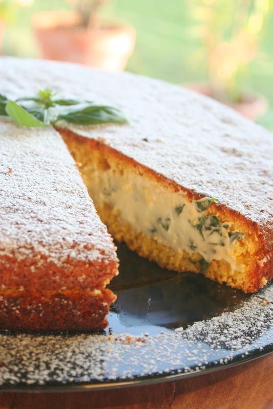 Kifli és levendula: Bazsalikomos-mascarponés torta