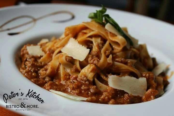 Remediul perfect pentru răsfățul papilelor gustative!  Astăzi te primim cu Tagliatelle bolognese! #PetersKitchen #Sperantei6