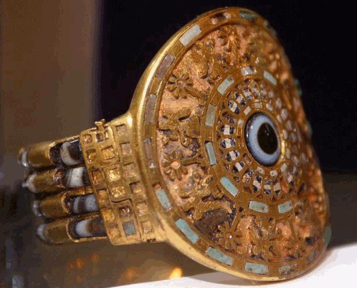 Nimrud Queens' Tombs (...