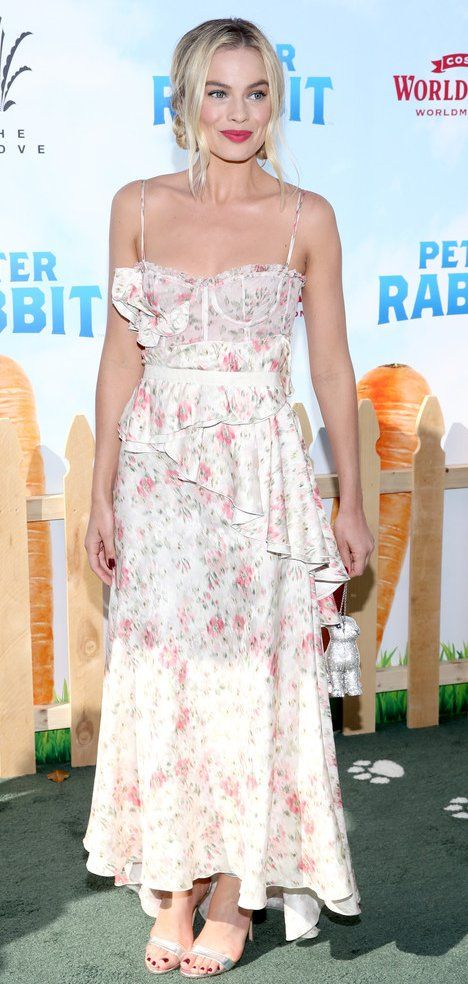 Margot Robbie in Brock Collection attends the premiere of 'Peter Rabbit' in L.A. #bestdressed