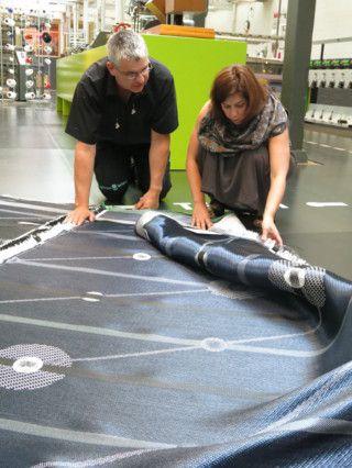 Het TextielMuseum in Tilburg biedt zoveel meer dan de geschiedenis van de plaatselijke textielindustrie. Het is een 'museum in bedrijf', dat een brug slaat tussen bewaren, tonen en maken. Het maakt bewust de stap van cultureel erfgoed en oude ambachten naar innovatie voor de toekomst. De snel veranderende wereld vraagt om nieuwe, slimme oplossingen en toepassingen. Co-creatie 16 januari t/m 12 maart 2016