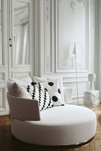 round seat and polka dots: Decor Rooms, Round Sofas, Round Chair, Living Large, Dreams Closet, Swivel Chairs, Sofas Chairs, Sofas For Small Spaces, Chairs Black And White