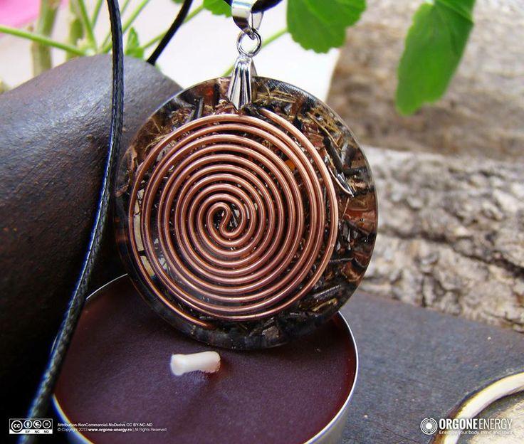 Orgone-Energy Pandantiv Emisferic cu Carneol. Dispozitivele orgonice sunt create cu pasiune si inspiratie, iar cele mai multe sunt realizate la comanda, aceste produse sunt unicate si nu se vor reface identic.  www.facebook.com/orgoneenergy.ro www.orgone-energy.ro
