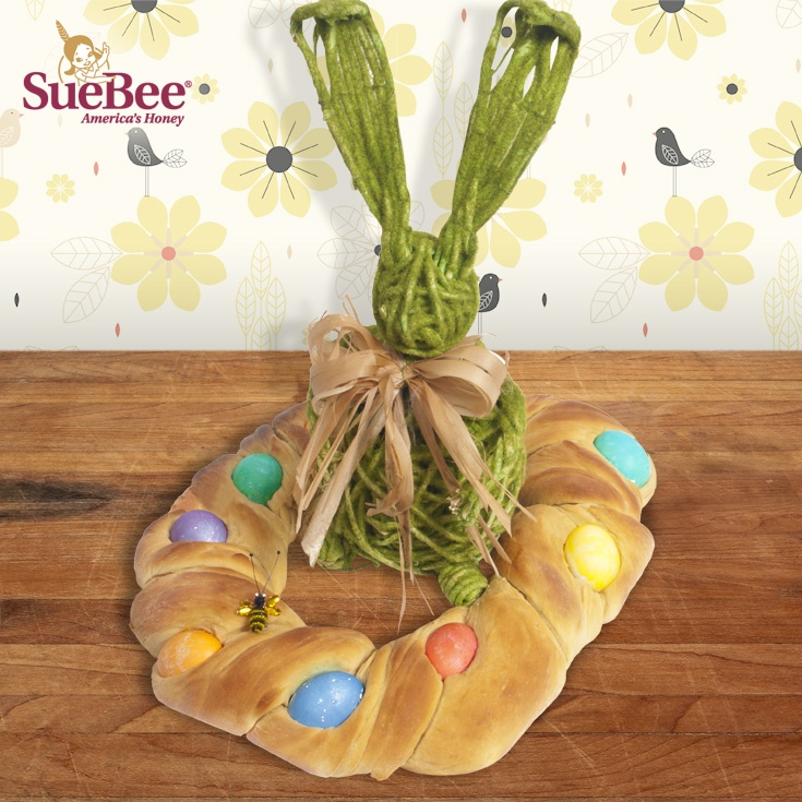 Sue Bee Honey Braided Bread. Perfect centerpiece for spring gatherings!Easter, Sue Bees, Braids Breads, Honey Recipe, Bees Honey, Perfect Centerpieces, Honey Braids, Dr. Suess
