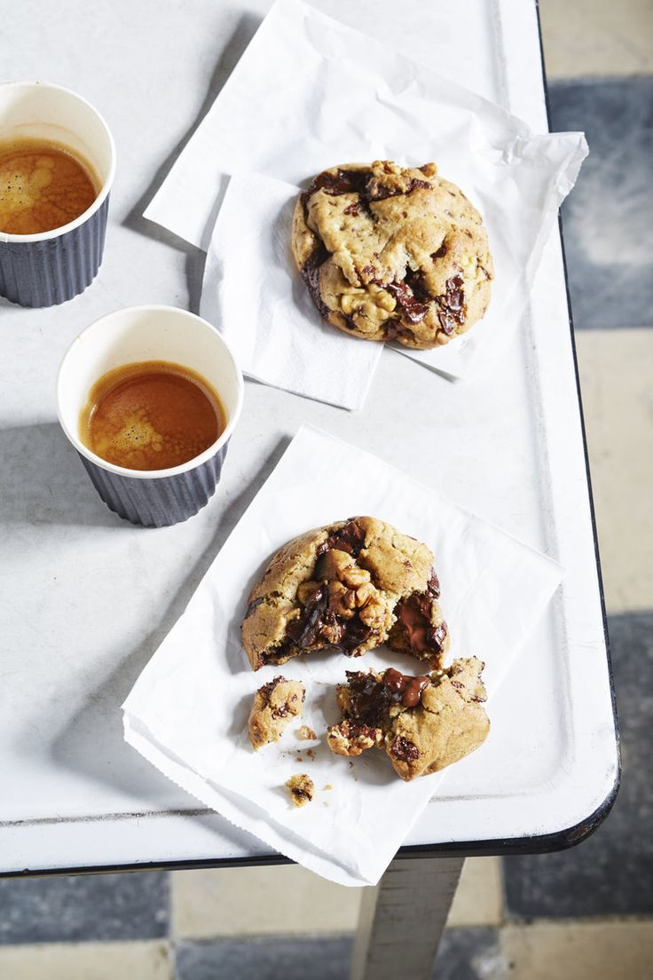Burnt butter chocolate chip cookies | The Desserts Of New York cookbook