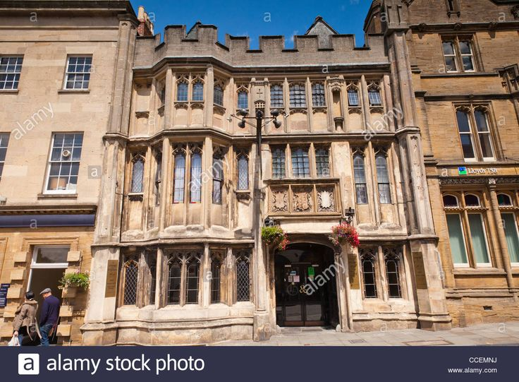 Stock Photo - The George Hotel and Pilgrims Inn, Glastonbury, was built in the 15th century to accommodate visitors to Glastonbury Abbey. It i