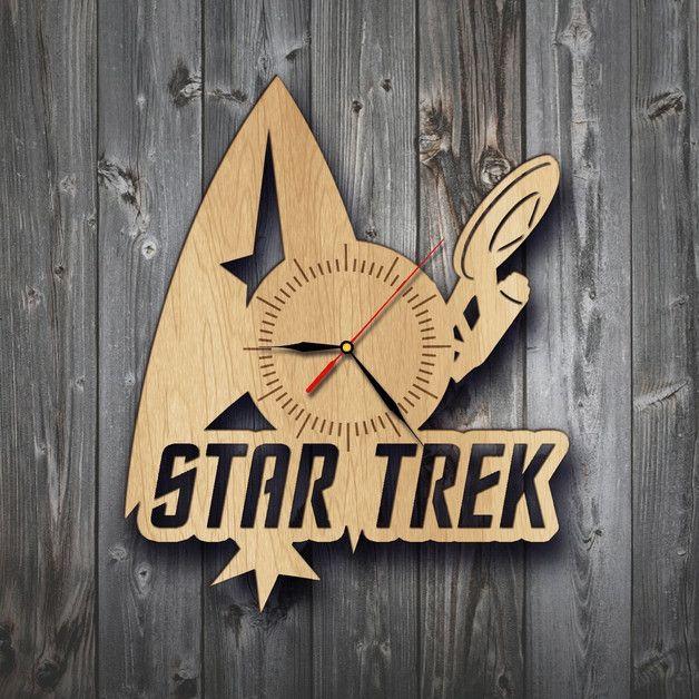 Uhren - Zimmer Dekor Geschenk Star Trek Filme Holz Wanduhr - ein Designerstück von TokTikdesign bei DaWanda