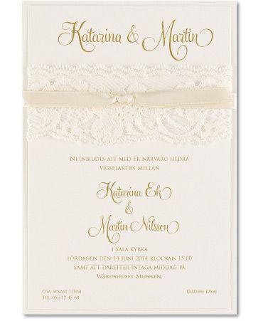 Romantiskt kort med skir spets - Lovely Laces, vanilj. #calligraphenwedding #calligraphendetails #invitations #bröllopskort #inbjudningskort #wedding #bröllop #romantic