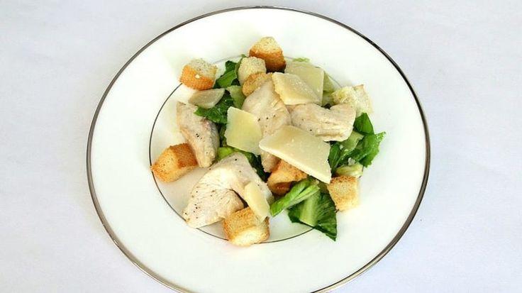 Salát Caesar a kuřecí masíčko