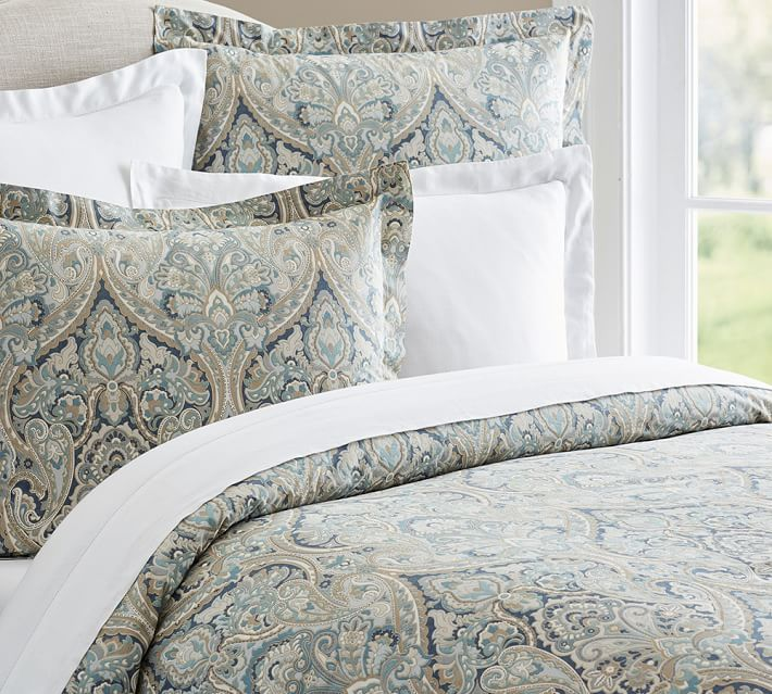 The perfect duvet cover for a master bedroom. Find out what to take into consideration when giving your room a spring refresh!