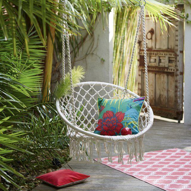 Laissez-vous tenter par le plaisir d'une bonne sieste au soleil...  grâce à cette chaise/hamac en polycoton