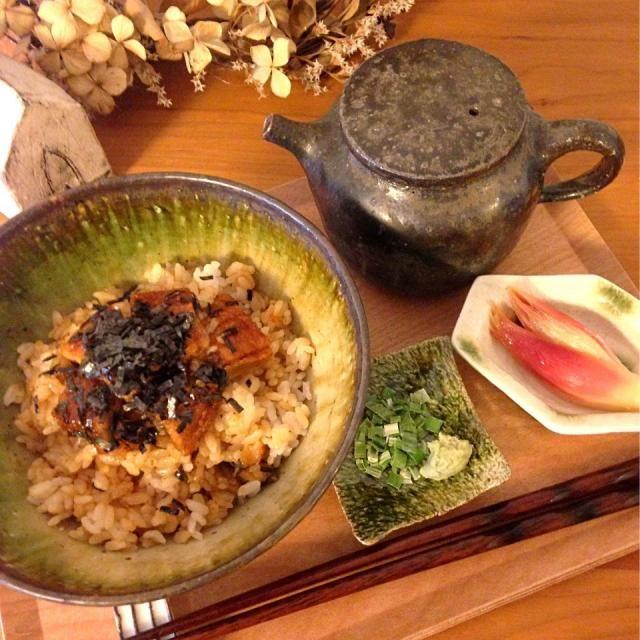 私の朝食です☼꒰๑ϋ๑꒱♬  モニターで頂いた「うな茶ん」というひつまぶし&うなぎ茶漬け♪  鰻もお湯で温めるだけで、海苔、ねぎ、わさび、だし、たれ付き٩꒰๑❛▿❛ ॢ̩꒱ 至れり尽くせり〜  これ食べて今日も仕事頑張ってきます - 284件のもぐもぐ - 朝からひつまぶし&鰻茶漬け♪ by yatton