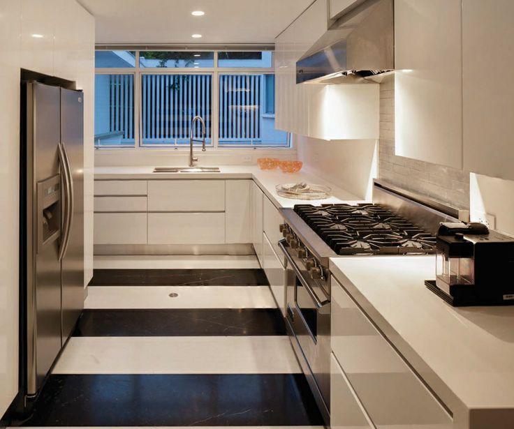 La cocina refleja la sobriedad y nitidez de la arquitectura