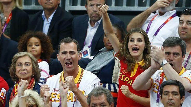 La reine Sofia, Felipé et Letizia dans le public des Jeux Olympique de Londres, en 2012.