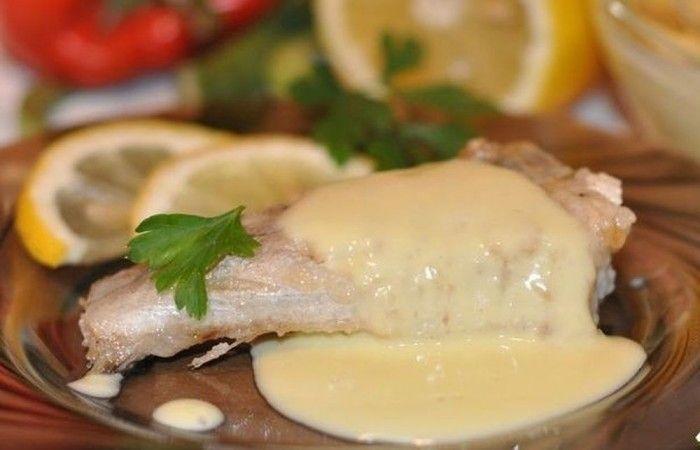Голландский соус к рыбе http://mirpovara.ru/recept/3362-gollandskij-sous-k-rybe.html  Голландский соус к рыбе, представленный в данном рецепте, на самом деле французское блюдо, и почему ...  Ингредиенты:  • Масло сливочное - 150г. • Яичный желток - 2шт. • Сок лимонный - 2ст. л. • Вода холодная - 2ст. л. • Перец горошком - 5шт. • Соль - по вкусу  Смотреть пошаговый рецепт с фото, на странице:  http://mirpovara.ru/recept/3362-gollandskij-sous-k-rybe.html