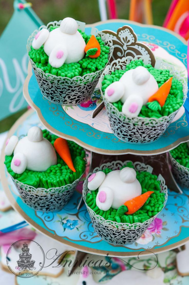 Bunny cupcakes with edible bunny figurines. More sweet table ideas and orders ei sit www.annicas.co.za