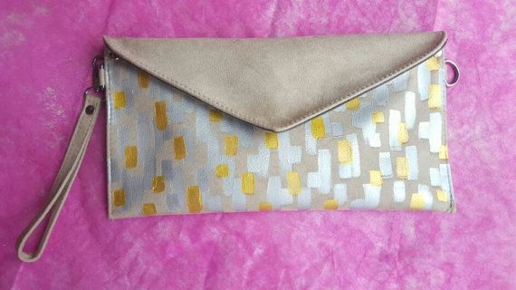 Check out this item in my Etsy shop https://www.etsy.com/uk/listing/500623084/evening-beige-nude-clutch-bag