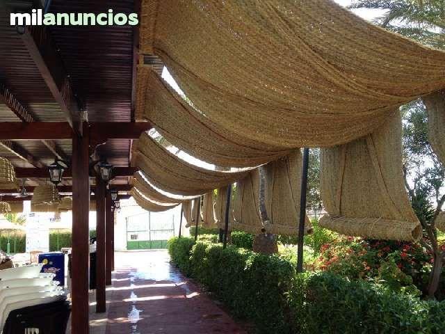 Esterones y parasoles de esparto foto 1 jardin for Parasoles para jardin