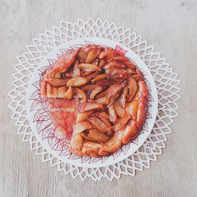 Happy #Happy Month!! For everyone this an Apple Tarte Tatin but for us this is the famous Taratatan originally made by @kkiassou and now made by #secretsinmykitchen! I tried to take a proper photo but my #husband grabbed the plate... :) so delicious!