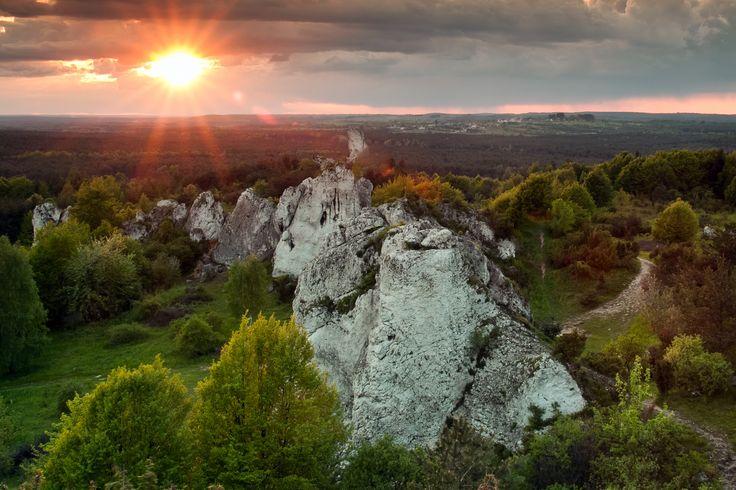 Polecamy zachody słońca na Jurze Krakowsko-Częstochowskiej. Na tym zdjęciu widok ze skały Studnisko jednej z grupy Skał Rzędkowickich. Więcej informacji znajdziecie tutaj http://jura.slaskie.travel/Poi/Pokaz/2326