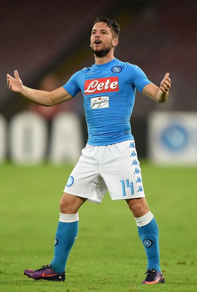 Dries Mertens of Napoli celebrates after scoring goal 1-0 during the Serie A match between SSC Napoli and Empoli FC at Stadio San Paolo on October 26, 2016 in Naples, Italy.