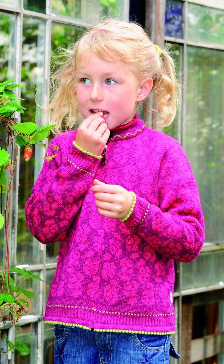Stickbeskrivning – barnkofta med rosmönster. Ett vackert rosmönster som kan stickas i oändliga färgkombinationer. Ta 2 enfärgade ullgarner eller gör det till en maksimalt rolig stickning – st…