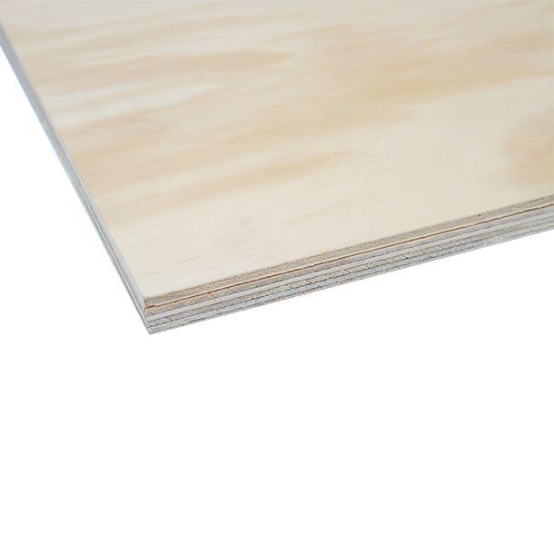 Triplay fabricado con chapas de madera de pino radiata colocadas en forma perpendicular en el sentido de las fibras obteniendo un tablero de alta resistencia. Caras pulidas con lija grano 150. Uso recomendado: Para mueblería.