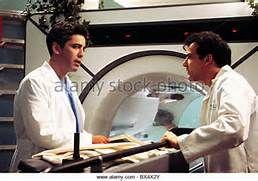 ADAM ARKIN & MANDY PATINKIN CHICAGO HOPE (1994) - Stock Image