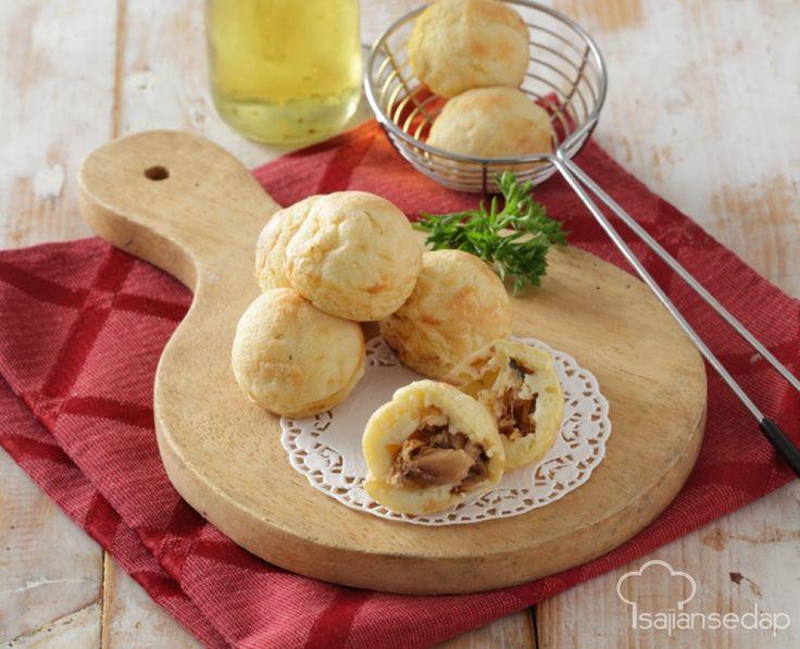 Butuh menu unik untuk sarapan? Bola-Bola Sarden ini bisa jadi salah satu pilihan. Cara membuatnya mirip dengan takoyaki, tentunya dengan isian yang berbeda, yaitu daging sarden yang lezat.